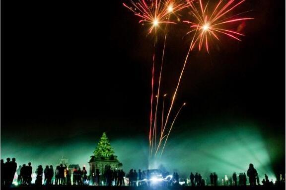 Pesta kembang api dieng culture festival