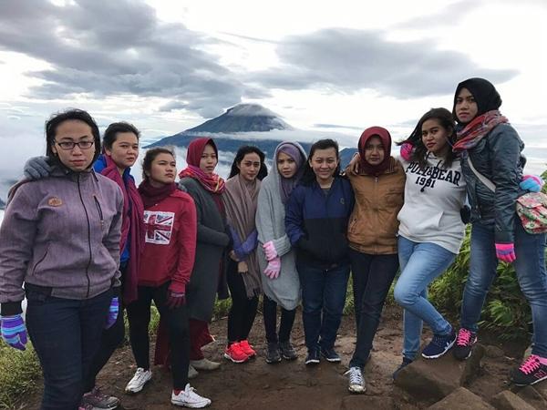 Pemandangan Gunung Di Sikunir dieng